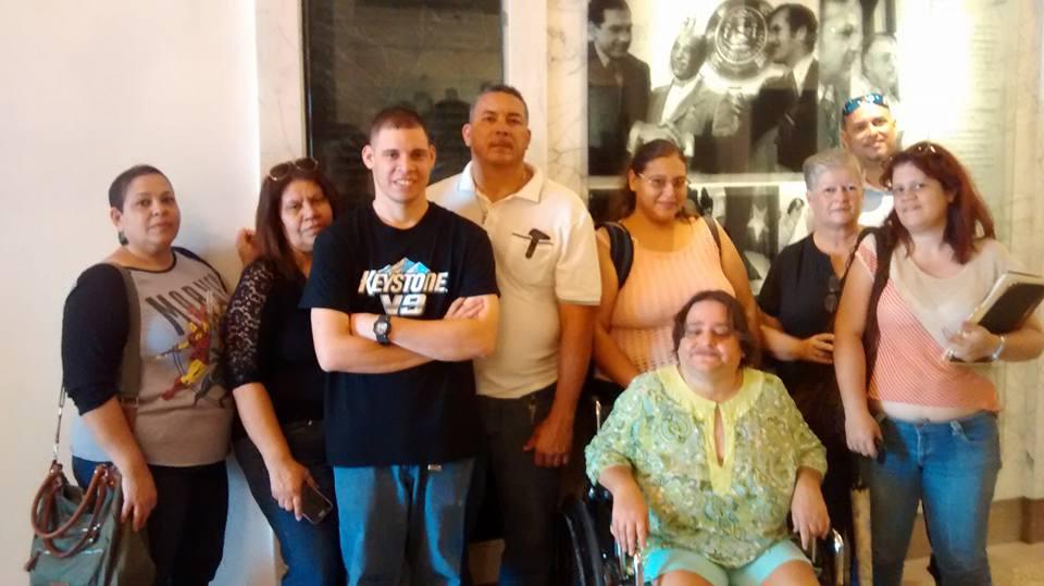 Miembros de la Asociación PKU de Puerto Rico durante su campaña en el congreso