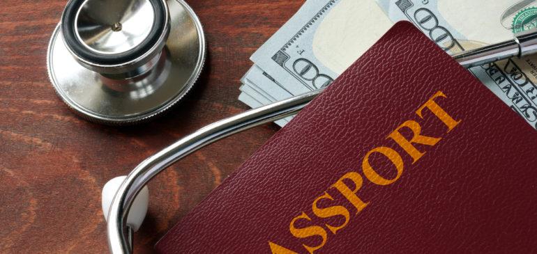 Si tu hijo/a tiene PKU: ¿Es mejor viajar al extranjero con un seguro de viaje privado?